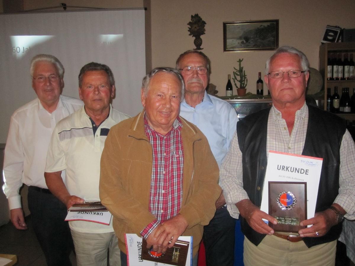 60 Jahre von links: Gerhard Duschl, Karlheinz Parstofer der die Ehrungen für Leni und Karl Rossgotterer entgegennahm, Manfred Halder und Josef Veit