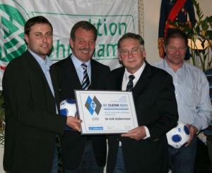 Horst Winkler (3.von links) bei der Verleihung der silbernen Raute des Bayerischen Fußballverbandes an die Abteilung Fußball im Jahr 2008